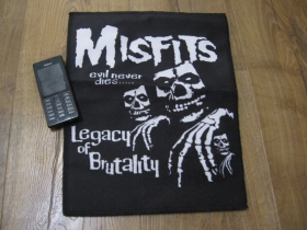 Misfits chrbtová nášivka po krajoch obšívaná, materiál 100% polyester rozmery 35x25cm