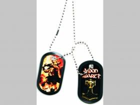 """Amon Amarth Dvojitý plastový prívesok na krk """"Dog Tag"""" s dvomi známkami a s dvomi farebnými motívmi"""