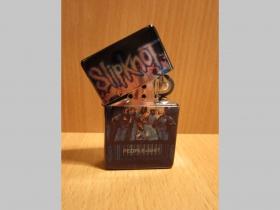 Slipknot, doplňovací benzínový zapalovač s vypalovaným obrázkom (balené v darčekovej krabičke)